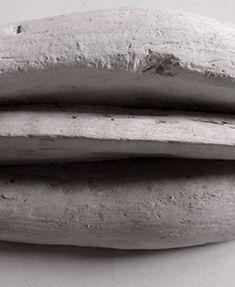 Patrizia Trevisi - Vulva - scultura progetto, archetipo, astrazione organica, culto della Madre Terra, riti di fertilità, Grande Madre, l'origine del mondo, mito, organi, organica, riti di fecondazione, scultura in gesso, vulva, organi sessuali ipertrofici