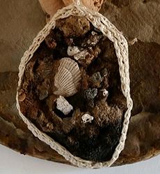 arazzo, archetipo, arte tessile, astrazione organica, bassorilievo, Bassorilievo tessile, culto della Madre Terra, fiber art, Grande Madre, scultura tessile, tecnica mista, texture